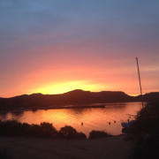 caprera in barca a vela alba