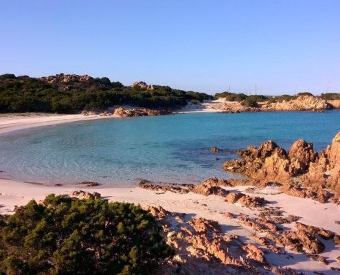 isola di budelli spiaggia rosa crociera arcipelago della Maddalena