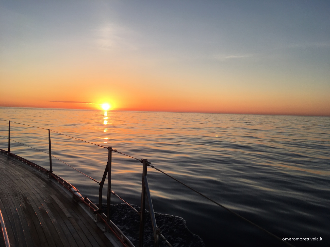 mediterraneo in barca a vela alba in navigazione