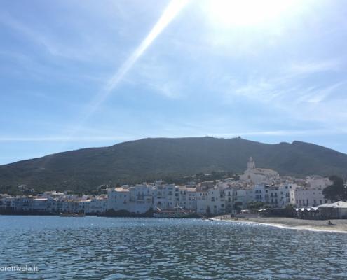 mediterraneo in barca a vela cadaques dal mare