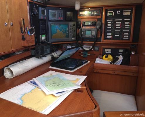 Freya barca a vela interni - Tavolo da carteggio