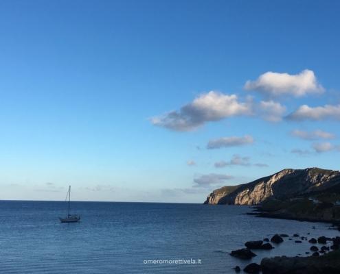 Egadi in barca a vela tramonto in porto