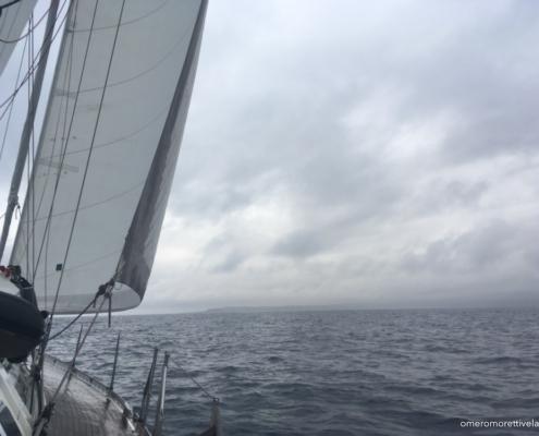 scuola vela in Mediterraneo navigazione con brutto tempo