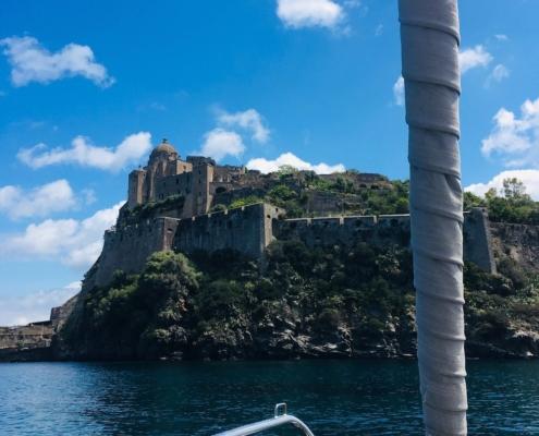 golfo di napoli in barca a vela ischia castello