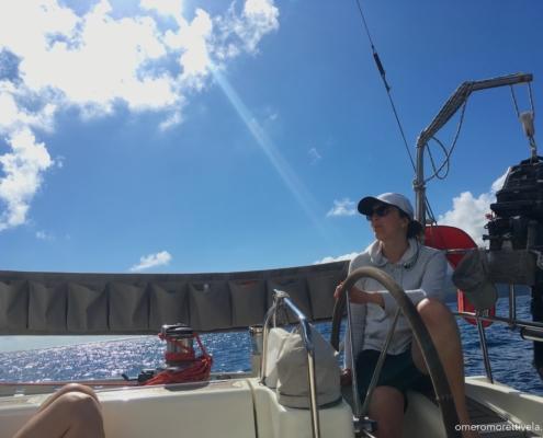 golfo di napoli in barca a vela timone
