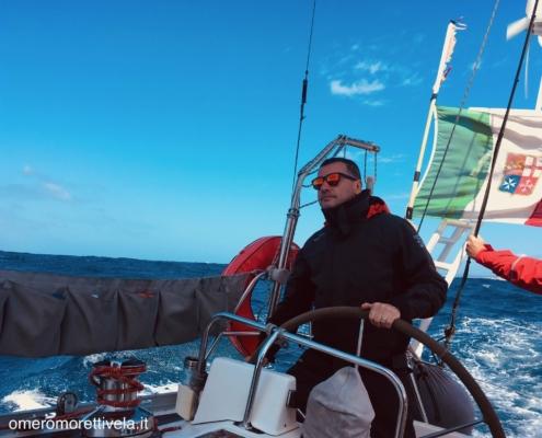 traversata del tirreno a vela equipaggio al timone