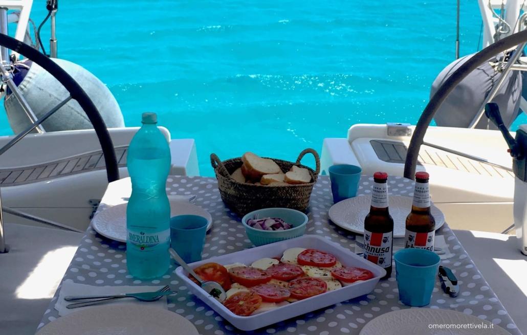 consigli per una vacanza in barca a vela pranzo