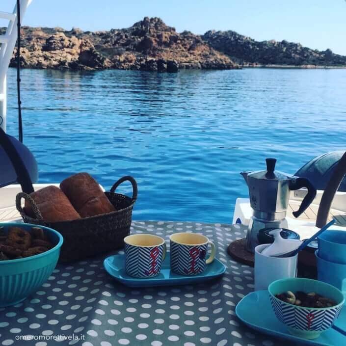 consigli per una vacanza in barca a vela cambusa colazione