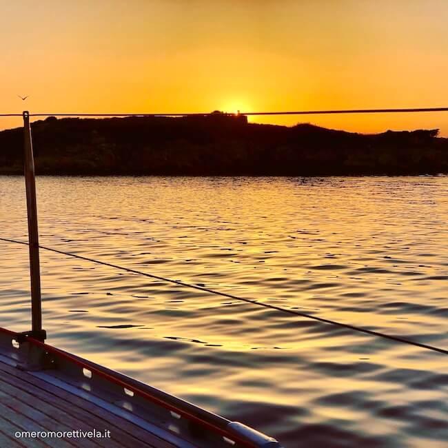 alba sul mare barca a vela