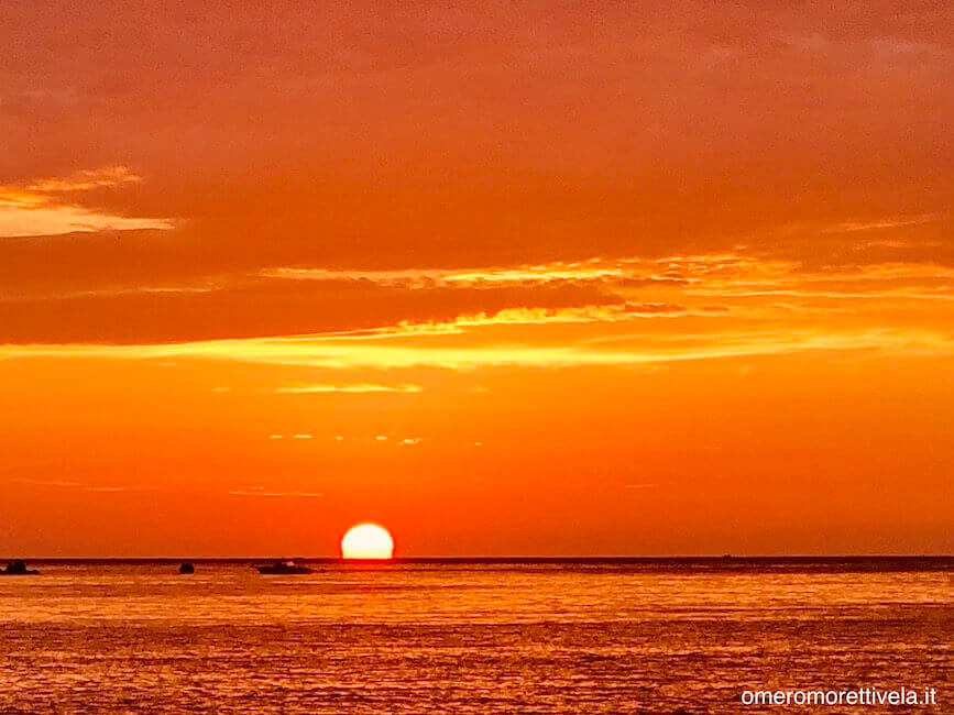 tramonto a budelli da barca a vela