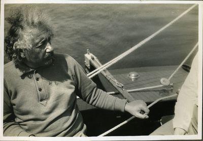 Einstein in barca a vela